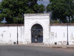 Outside the gates of the Fortaleza